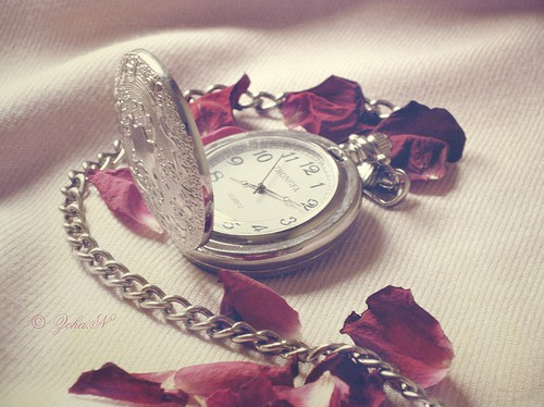 fashion-girly-pocket-watch-red-vintage-watch-favim.com-50845.jpg
